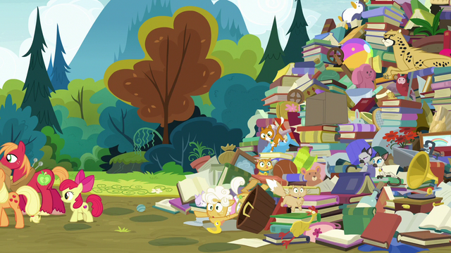 File:Goldie Delicious falls to bottom of junk pile S7E13.png