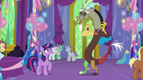 Discord laughing at Twilight Sparkle S7E1