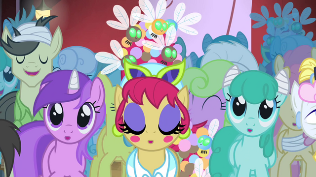 File:Crowd singing along S4E20.png