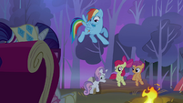 Rainbow sees Sweetie Belle about to take a seat S3E06