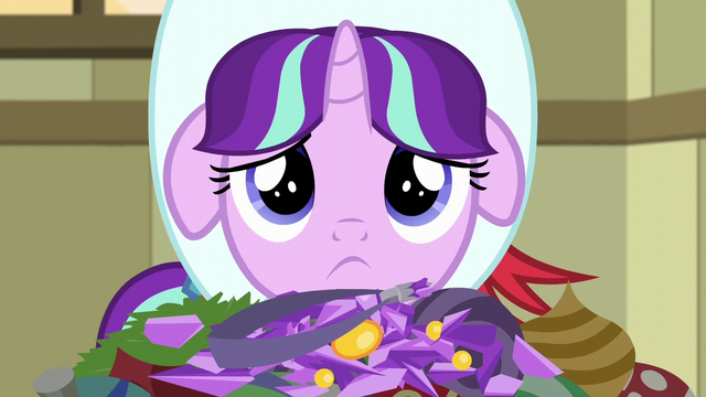 File:Young Snowfall looking sad S6E8.png