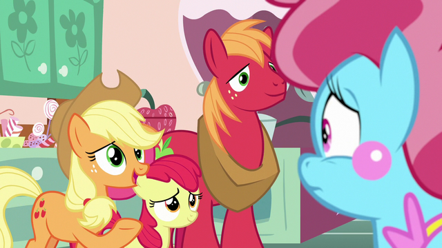 File:Applejack asks Mrs. Cake about Pear Butter S7E13.png