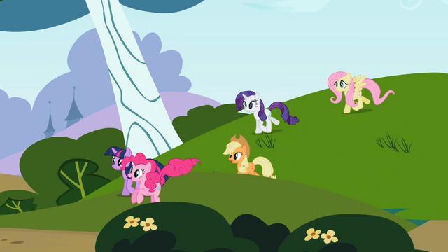 File:Rainbow Dash's friends S2E07.png