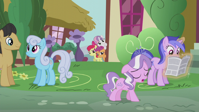 File:CMC listening to Diamond Tiara's song S5E18.png