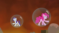 Rarity and Pinkie trapped in their bubble prisons S4E26
