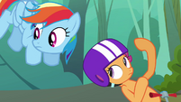 Scootaloo points behind S3E06