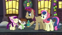 An Earth pony gives Pipsqueak a duck doll S06E08