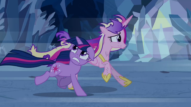 File:Twilight and Cadance run S02E26.png
