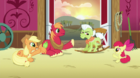 AJ, Apple Bloom, and Big Mac point at Granny S6E23