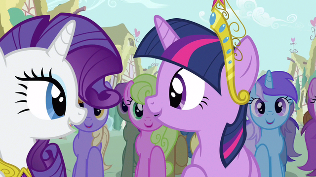 File:Rarity & Twilight helps a friend S3E13.png