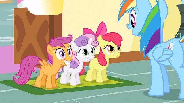 File:CMC in front of Rainbow Dash S1E23.png