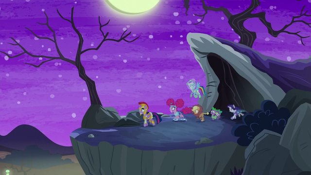 File:Main cast emerges from the tunnel S5E21.png