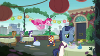 Pinkie Pie apologizes; about to run off