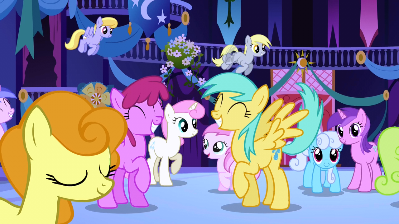 Ponies anticipating Celestia's appearance half 1 S1E01.png