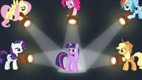 Twilight's friends shine spotlights on her S7E2