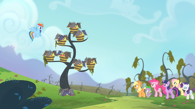 File:Vampire fruit bats consuming the apples S4E07.png
