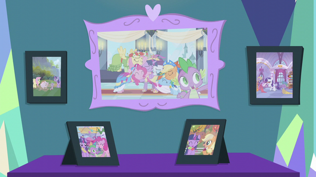 File:Pictures of Twilight and her friends S5E12.png