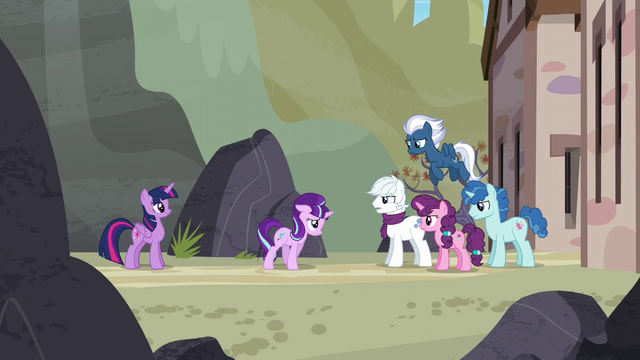 File:Starlight walks up to the Our Town ponies S5E26.png