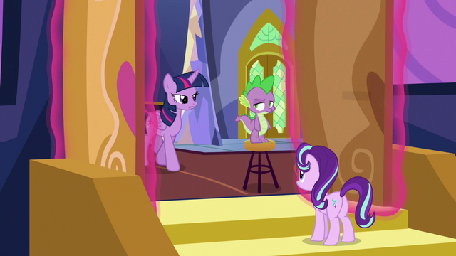 File:Twilight Changeling opens the castle doors S6E25.png