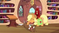 Applejack petting Winona S03E11