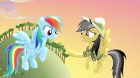 Daring Do extends hoofshake to Rainbow Dash S4E04