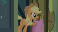 Applejack with a blanket S4E17