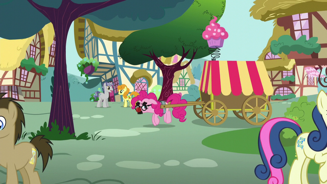 File:Pinkie moving sneakily while pulling a cart S5E19.png