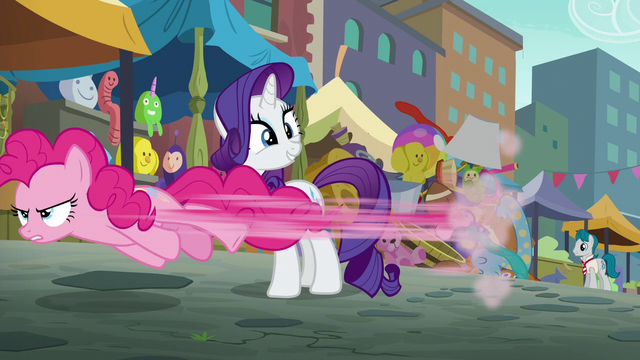 File:Pinkie Pie speeding past Rarity S6E3.png