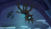 Evil changeling walking on the ceiling S6E26