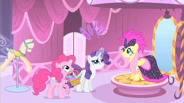 File:Rarity levitating feathers S1E20.png