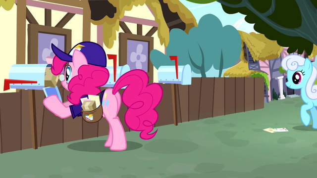 File:Pinkie Pie dressed as a mailpony S4E12.png