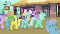 Ponies walking on the train station S4E13