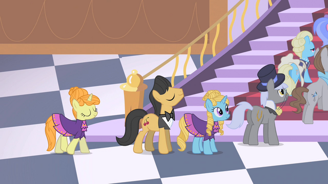 File:Queue of ponies by the castle stairs S1E26.png