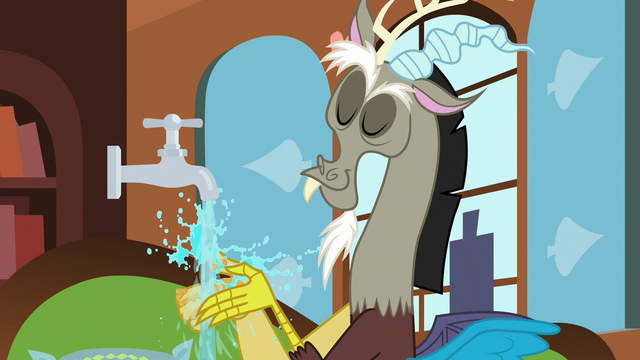 File:Discord washing his hands S7E12.png