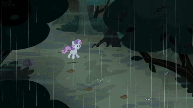 File:Sweetie Belle startled by lightning S5E6.png