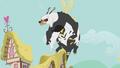 Bugbear flies up S5E9.png