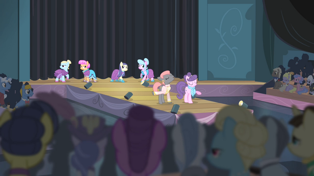 File:Prim and Suri on the runway S4E08.png