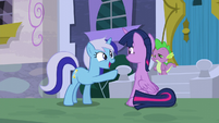 Minuette points at Twilight; has an idea S5E12