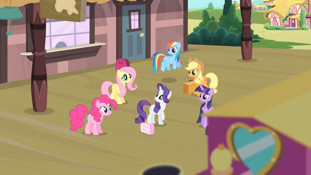 File:Rarity '...my very best friends there with me!' S4E08.png
