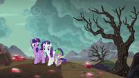 Twilight, Rarity, and Spike returning home S6E5