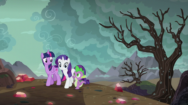 File:Twilight, Rarity, and Spike returning home S6E5.png