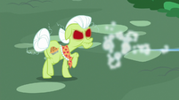 Trixie speeds away from Granny Smith S7E2