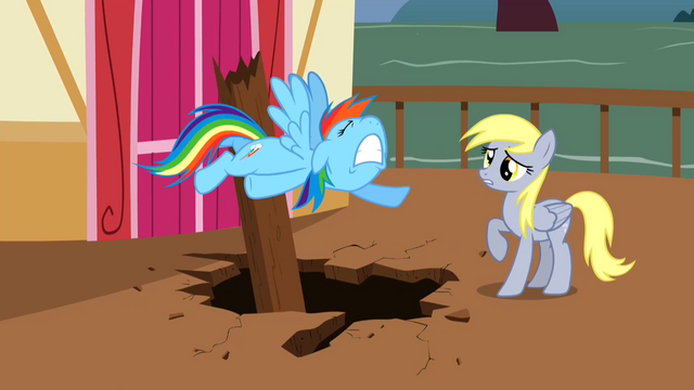 File:Derpy Hooves Upset 1 S2E14.png