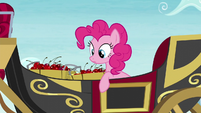 Pinkie sees that the carriage stopped S5E11