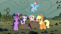 Twilight and friends with bags of rock candy S4E18