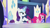 Another drink appears in front of Rarity S5E22