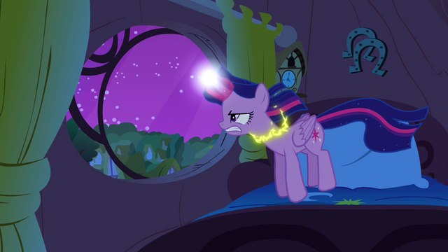 File:Twilight slowly levitating S4E26.png