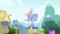 Ponies fraternize outside the castle S5E01.png