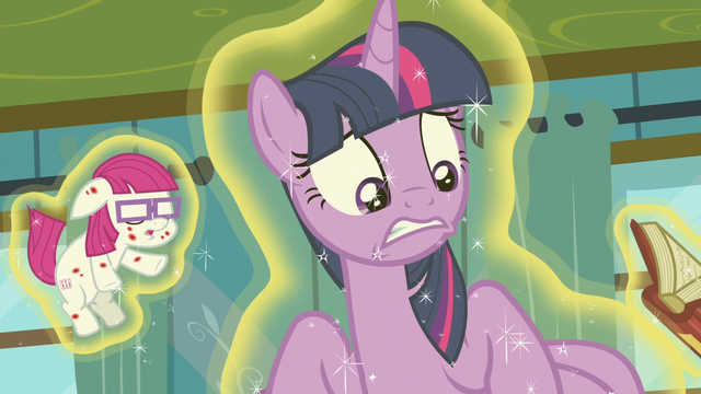File:Twilight Sparkle looking very concerned S7E3.png