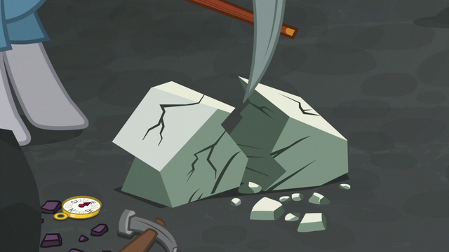 File:Maud Pie mining rocks in a flashback S7E4.png